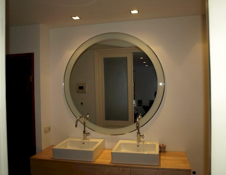 Led spiegel den haag badkamerspiegel met led voorbeelden for Ronde spiegel op maat