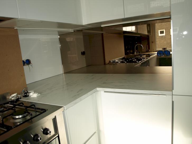 Achterwand keuken amsterdam spiegelwand keuken for Spiegels op maat