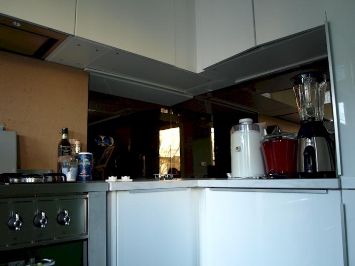 Keuken achterwand spiegel home design idee n en meubilair inspiraties - Geloof spiegel keuken ...