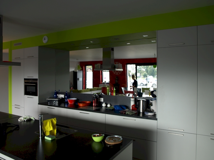 Spiegelwand voorbeelden spiegel als achterwand keuken - Geloof spiegel keuken ...