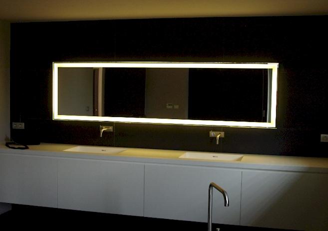 Badkamerspiegel op maat spiegels voorbeelden for Spiegel badkamer verlichting