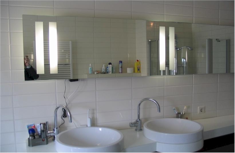 Spiegels met led verlichting led info for Spiegel badkamer verlichting
