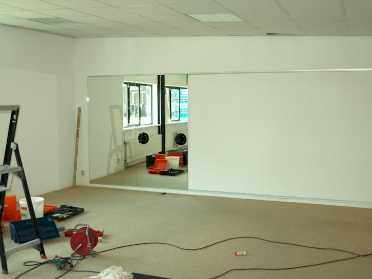 spiegelwand poeldijk fitness studio. Black Bedroom Furniture Sets. Home Design Ideas